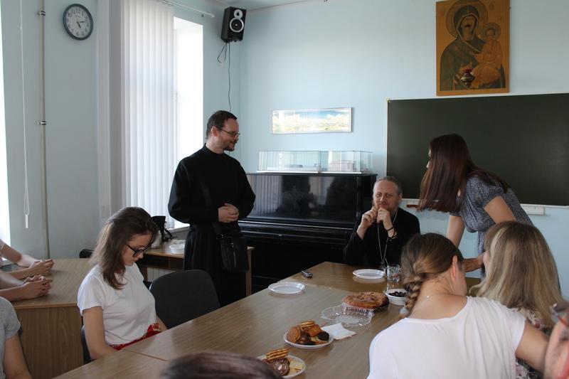 Встреча православной молодежи с Епископом Феоктистом